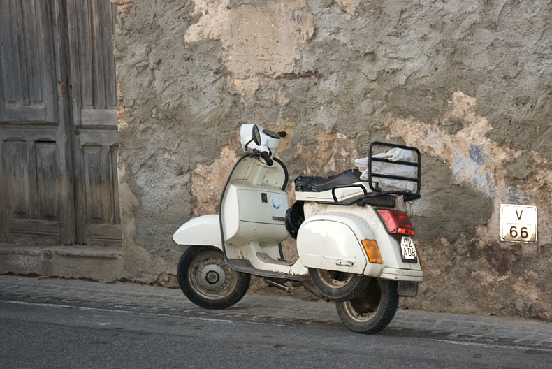 No Italian photo gallery is complete without a Vespa......